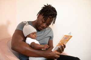 Že od majhnega je pomembno, da z branjem spodbujate razvoj govora, jezika, kritičnega mišljenja, logike in ustvarjalnosti.