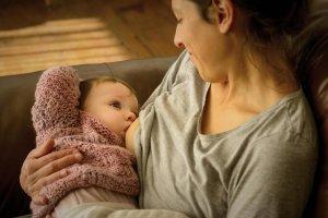 Dojenje otroka med epidemijo koronavirusa
