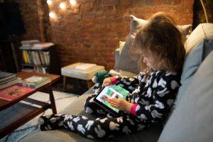 Kje potegniti črto in določiti kdaj je čas za odklop? Kako spremljati, kaj otroci gledajo?