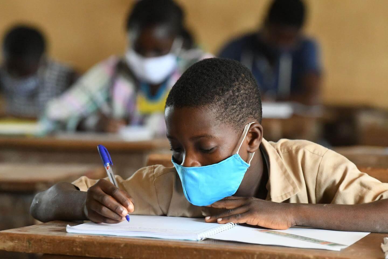 Koronavirus je povzročil velike spremembe v vsakodnevnem življenju otrok. Podpora vašemu otroku med vračanjem v šolo je zelo pomembna.