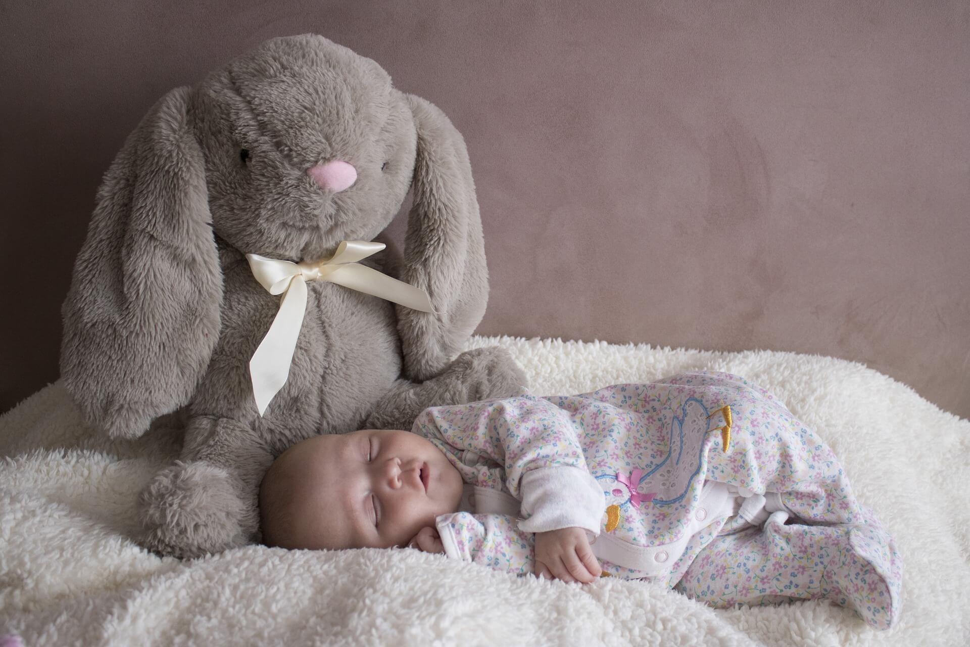 Rojstvo otroka je magičen čas v vašem življenju. Spoznavanje vašega novega dojenčka je lahko tudi zahtevno, če ste utrujeni in je vaš otrok ponoči buden