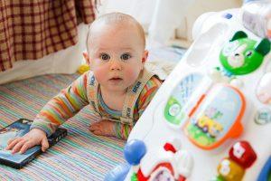 Ko se vaš otrok začne gibati, je pred starši pomembna naloga zagotovitve varnega doma.