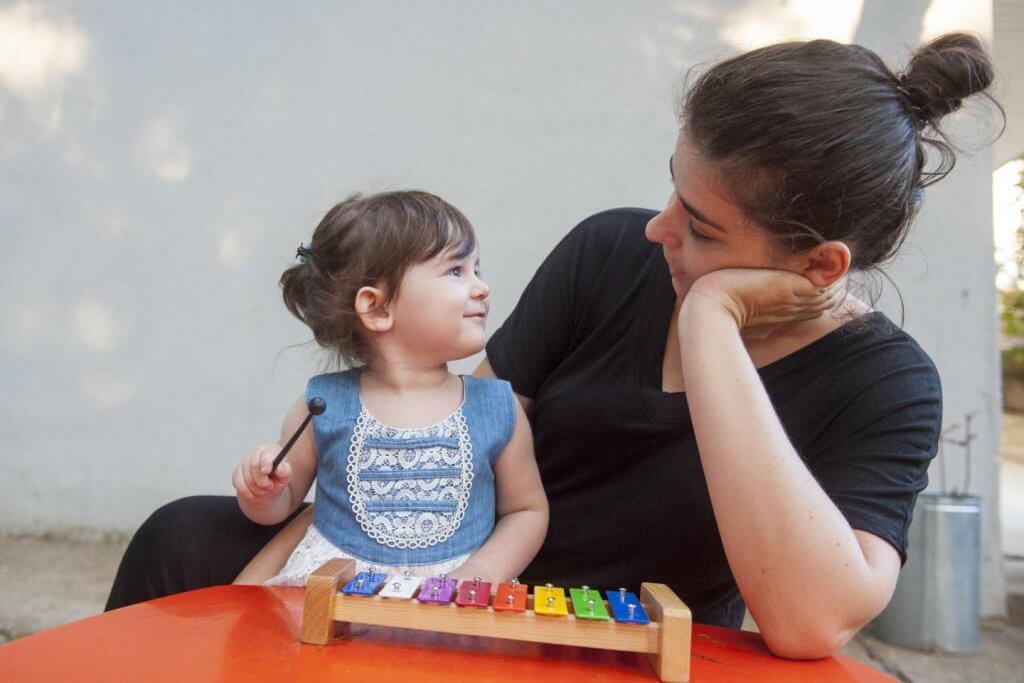 Igra je eden najboljših načinov kako lahko podpirate otrokov razvoj na preprost in zabaven način za vašega otroka in vas!